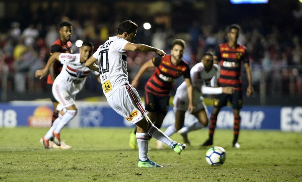 ... Nenê perde pênalti contra o Sport — Foto  Marcos Ribolli 343315fae2c19