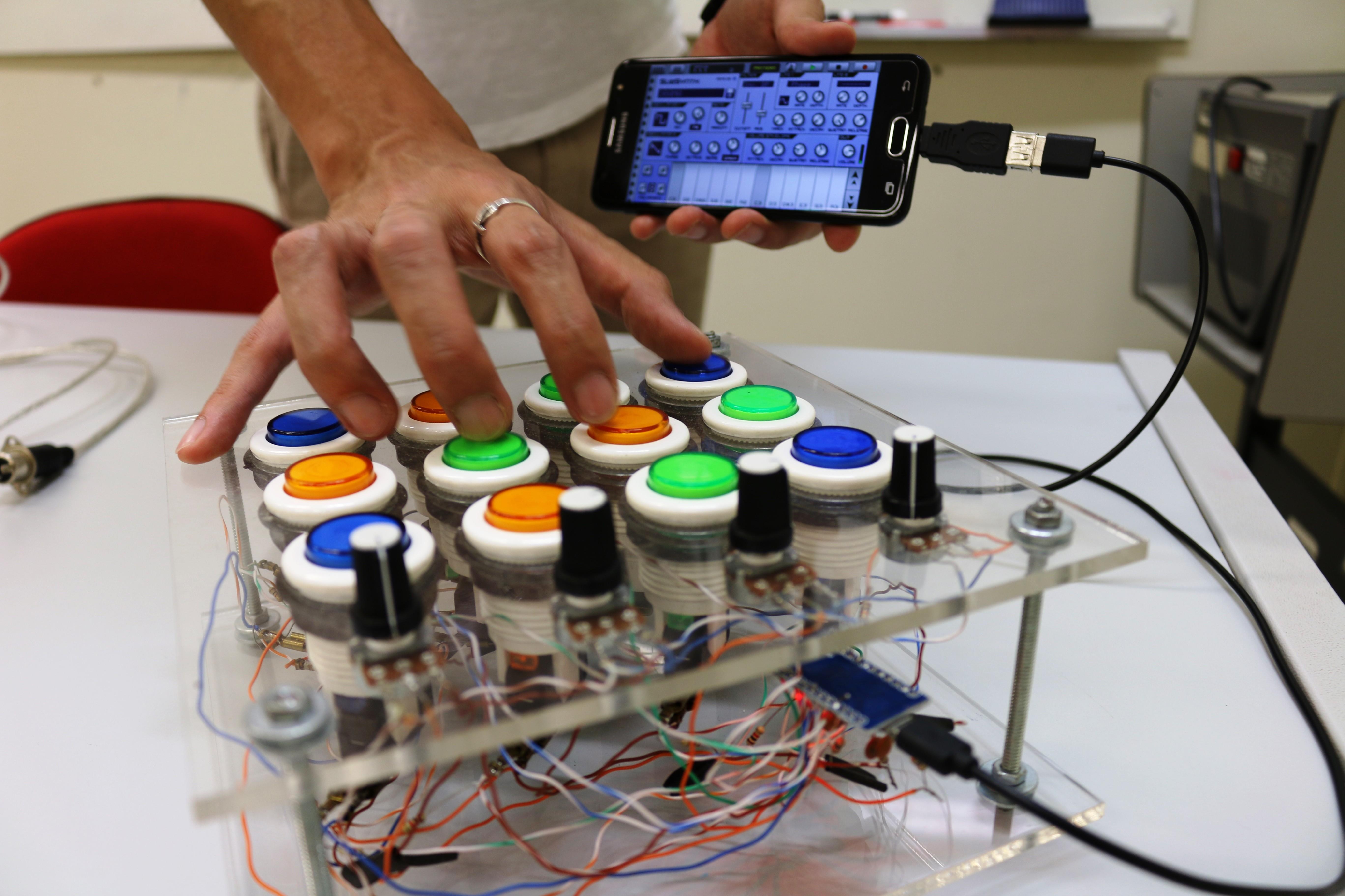 Amigos usam aprendizado na USP São Carlos e criam protótipo para compor música eletrônica - Noticias