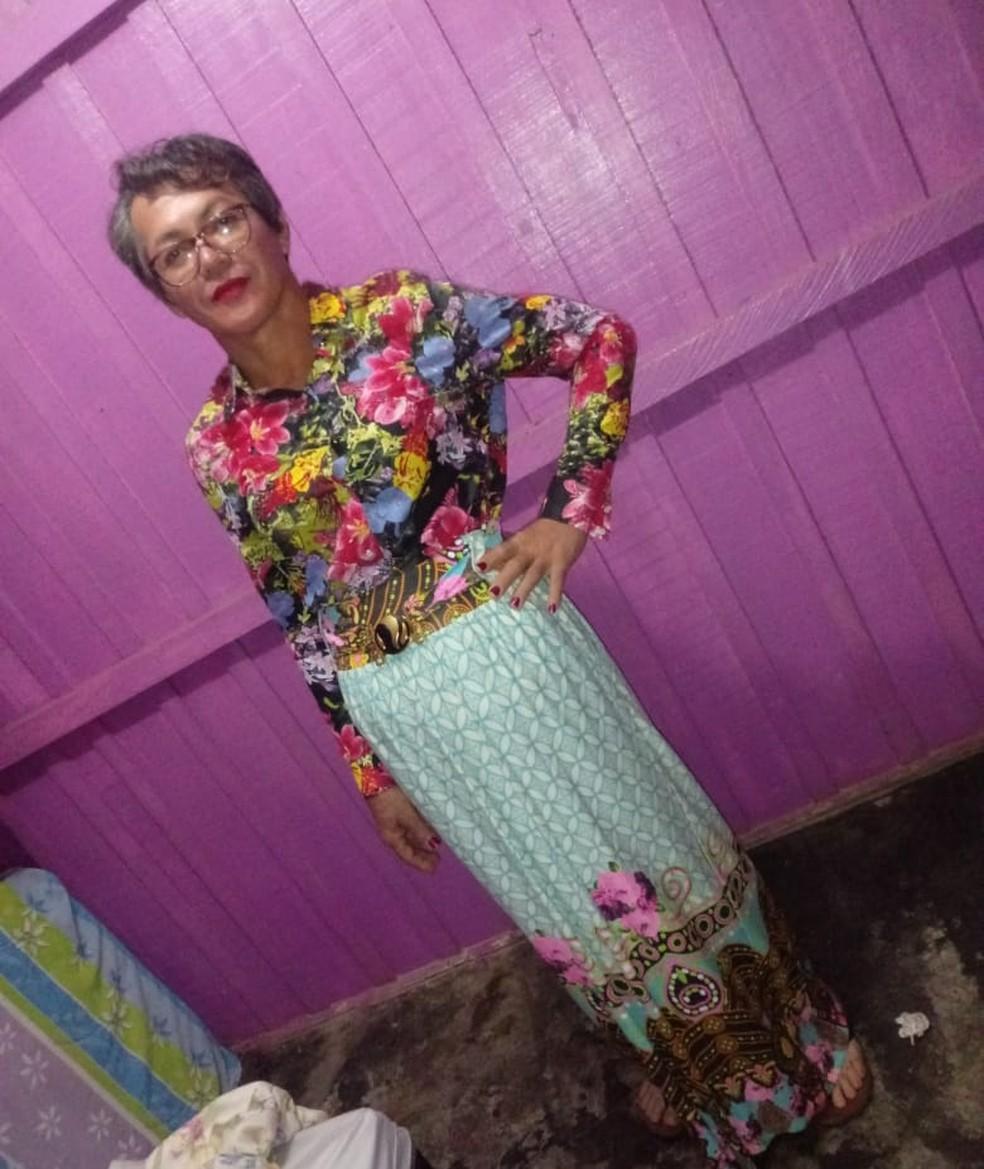 Mecânico contou com depilação, maquiagem e roupas longas para se passar pela mãe na prova do Detran em Rondônia — Foto: Whatsapp/Reprodução