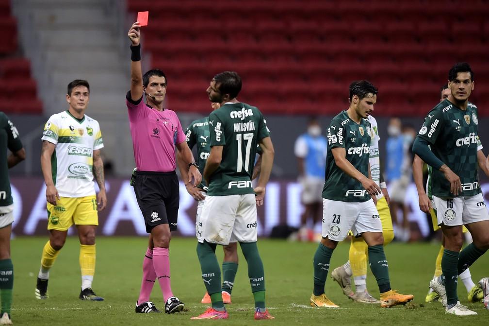 Matías Viña expulso em Palmeiras x Defensa y Justicia — Foto: Staff Images/Conmebol