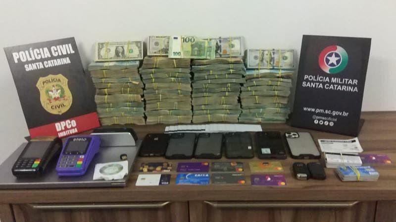 Foragido de SP é preso em SC com dois carros de luxo, dólares, euros e mais de R$ 400 mil em dinheiro