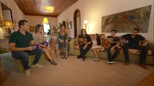 Cantora Lívia Bernarde recebe colegas do 'The Voice Kids' para festa de aniversário