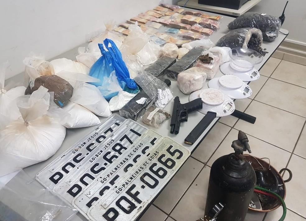 Foram apreendidos diversos materiais em endereços da suspeita em Uberlândia — Foto: Polícia Civil/Divulgação