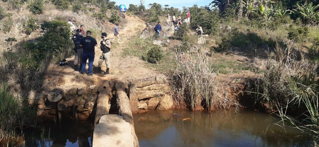 Homem é encontrado morto dentro de córrego em Caratinga