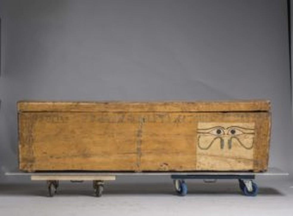 Sarcófago com painel com olhos Médio Império. Mostra Egito Antigo — Foto: CBBB/Divulgação