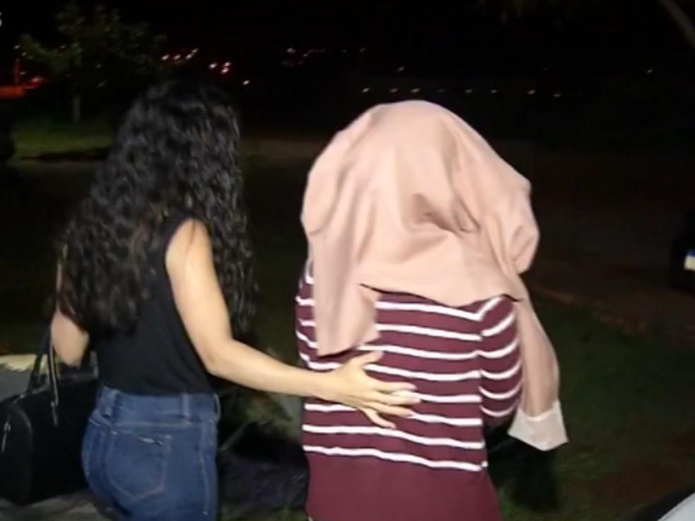 Mulher é presa após filho ser encontrado morto e sozinho em casa, em Cidade Ocidental — Foto: Divulgação/TV Anhanguera