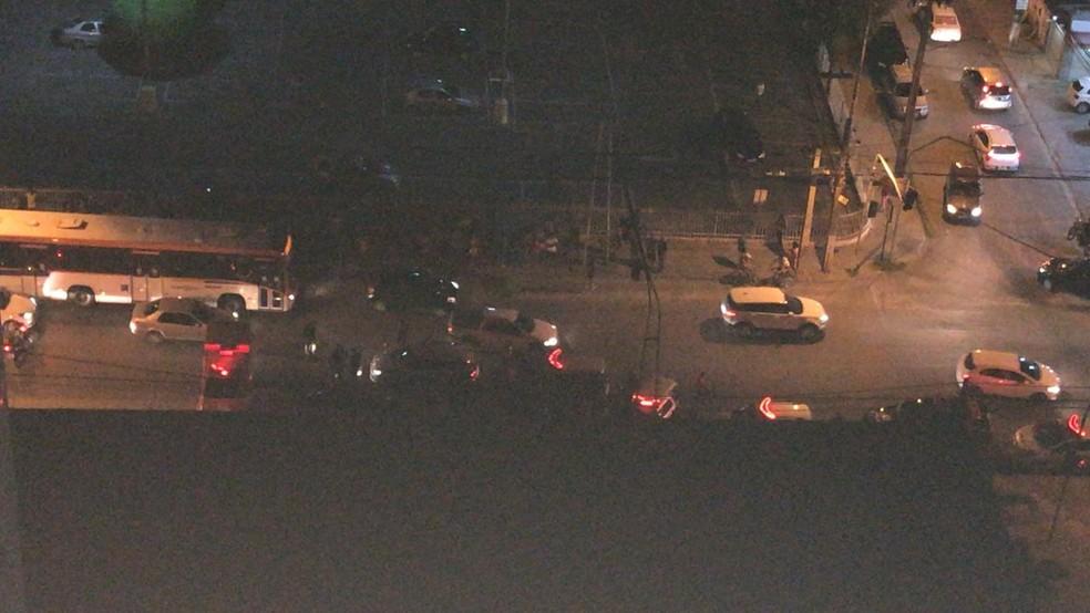 Homicídio ocorreu na Avenida Cláudio de Gueiros Leite, no Janga, em Paulita, no Grande Recife — Foto: Reprodução/WhattsApp