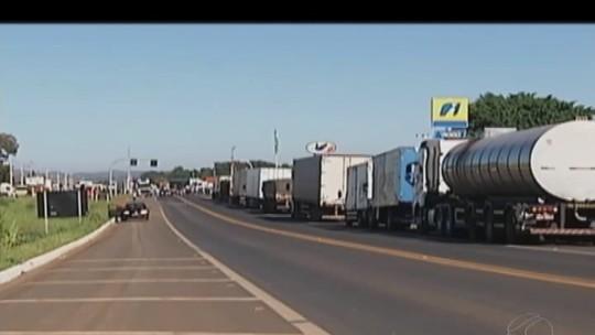 Caminhoneiros seguem para o 3º dia de protestos no Triângulo, Alto Paranaíba e Noroeste de MG; reflexos são sentidos em alguns setores