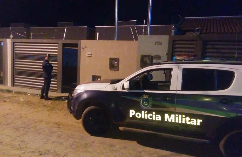 Ação da Polícia Militar em bairro de Campo Grande contra suspeitos de roubos e furtos levou a apreensão de quatro adolescentes e prisão de dois suspeitos; um outro foi morto em confronto com os militares — Foto: PM/Divulgação