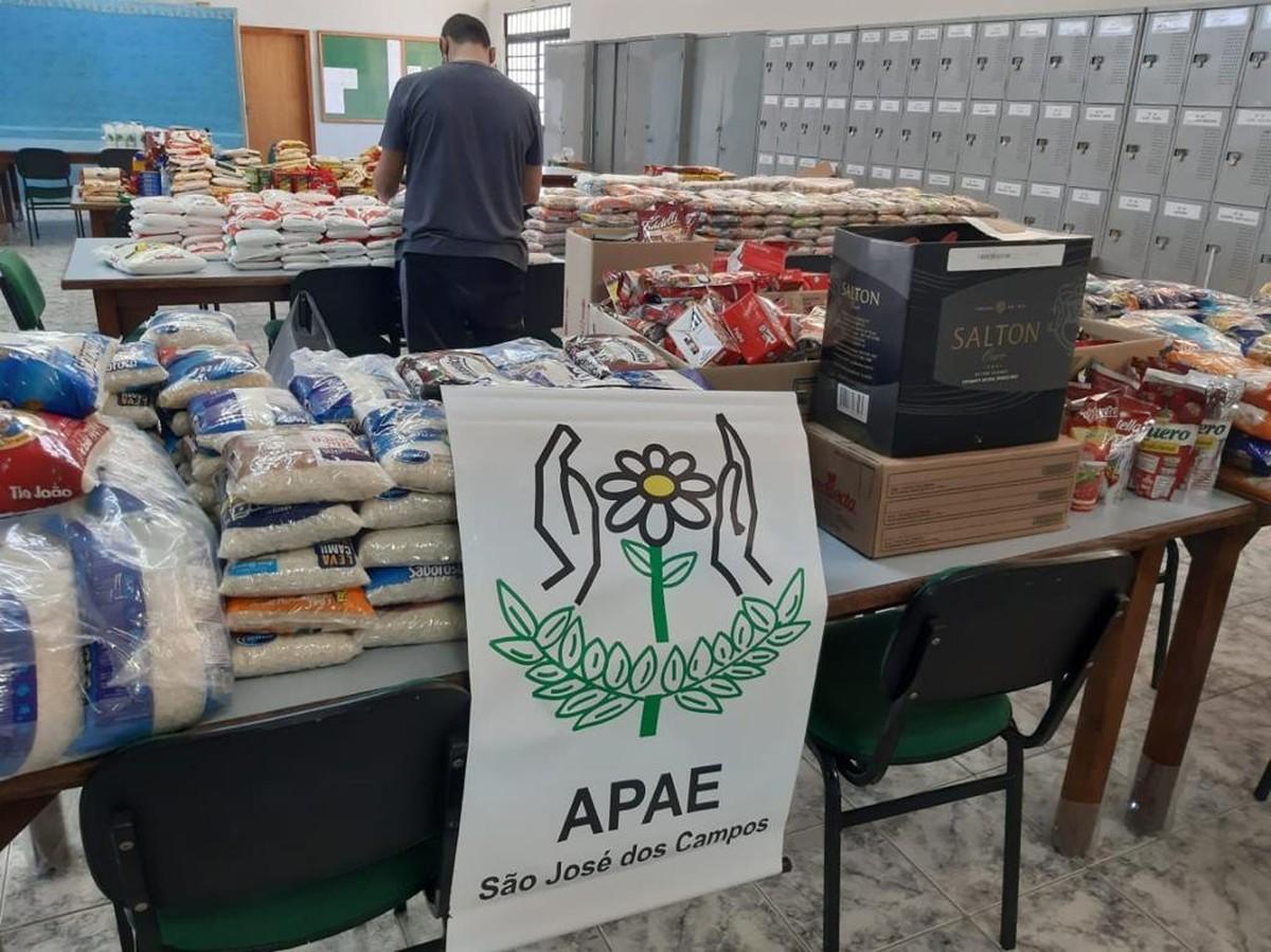 Apae arrecada 300 cestas básicas para alunos em São José