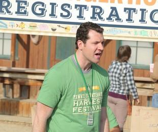 Billy Eichner em cena de 'Parks and recreation' | Reprodução