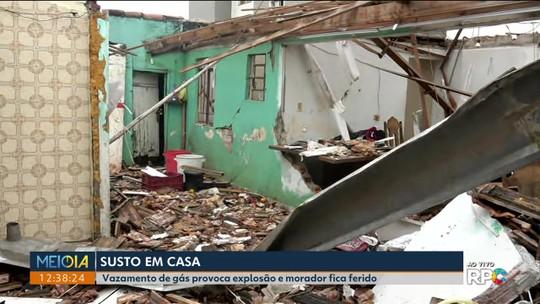 Idoso fica ferido após explosão de gás destruir a casa onde ele mora, em Pinhais