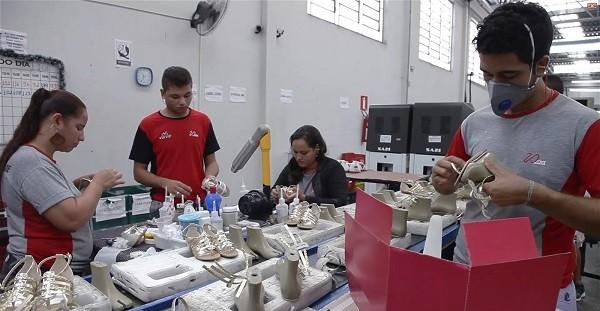 Em recuperação da crise causada pela pandemia, fábricas calçadistas de Nova Serrana aumentam em 30% as vendas de fim de ano