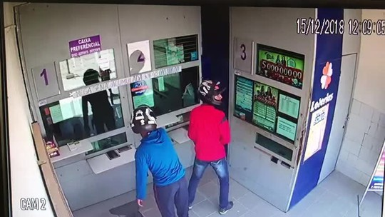 Homens tentam assalto à lotérica em Santana do Cariri e vidro blindado impede crime; vídeo
