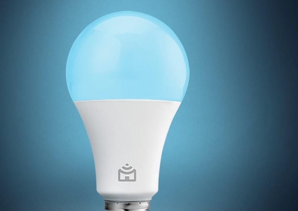 Lâmpada inteligente Positivo: 16 milhões de possibilidades de cores — Foto: Divulgação/Positivo