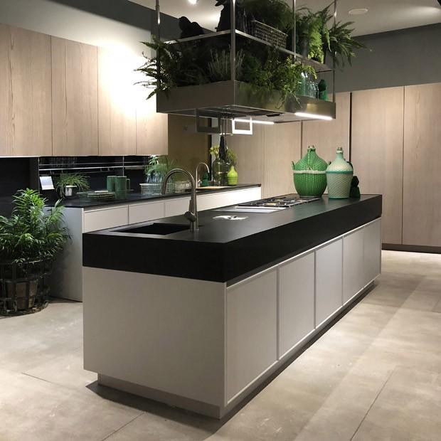 Milão 2018: cozinhas conectadas, mas com toque natural, são tendência (Foto: Adriana Frattini)