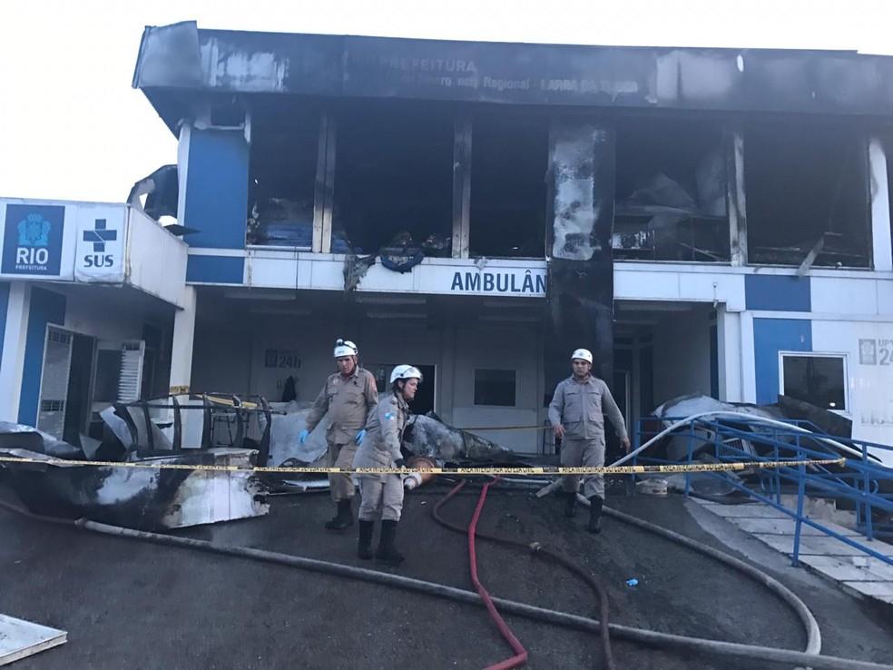 Fogo destruiu o segundo andar da Coordenação Regional do Lourenço Jorge — Foto: Patrícia Teixeira/G1