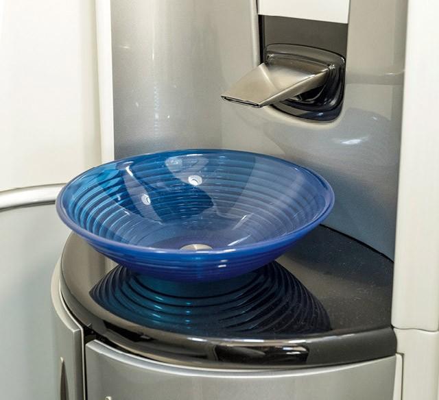 A pia com armário é um opcional no jato HA-420, conhecido como HondaJet (Foto: Christian Castanho)