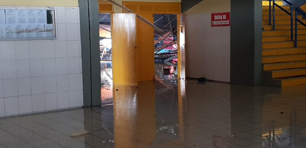 Teto do ginásio Castelinho desaba em São Luís. — Foto: Bruno Alves / G1 MA