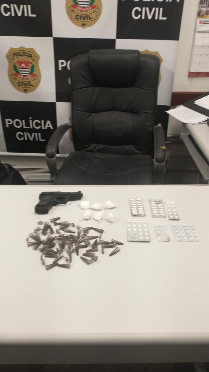 Polícia prende dupla em flagrante por suspeita de tráfico de drogas em Santos