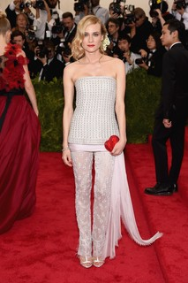 Diane Kruger com look all by Chanel