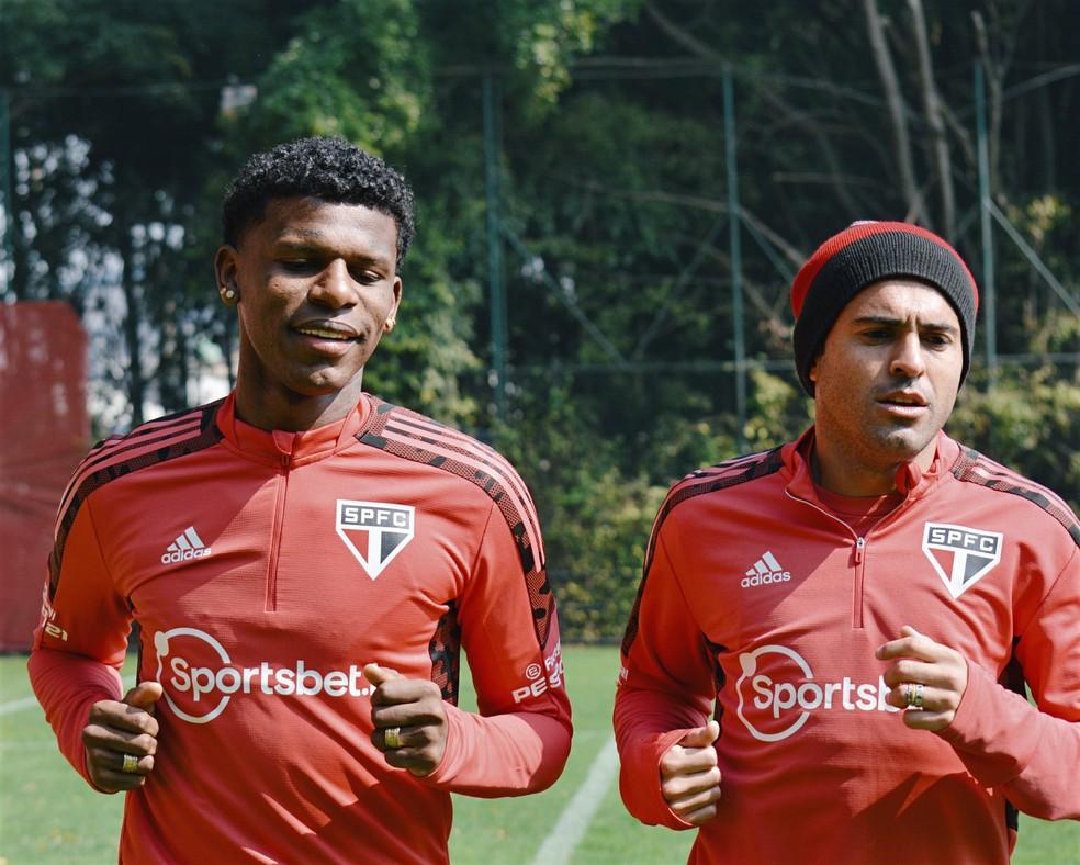 Arboleda e Eder em treino do São Paulo — Foto:  Erico Leonan / saopaulofc