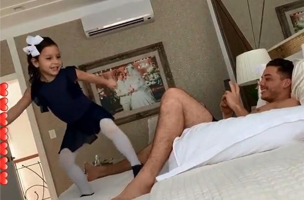Wesley Safadão e a filha, Ysis (Foto: Reprodução/Instagram)