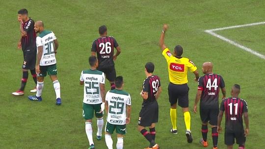 Cartão amarelo em Curitiba tira Felipe Melo do Dérbi; Moisés sai machucado