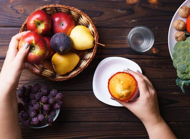O mindful eating sugere que a hora da refeição deve ser contemplada com atenção plena (Foto: Thinkstock)