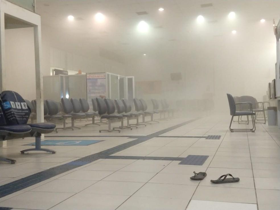 De acordo com a Polícia Militar,Na ação, o alarme foi disparado e a agência foi coberta por uma fumaça do sistema de segurança. — Foto: Divulgação/PM