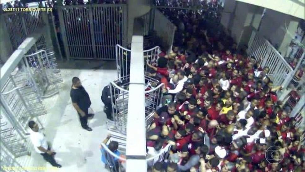 Diretor de futebol do Flamengo espera não haver maiores punições ao Rubro-Negro (Foto: Reprodução / TV Globo)