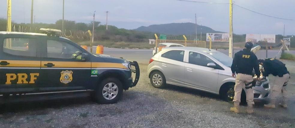 Veículo portava placas clonadas e havia sido roubado em novembro do ano passado — Foto: Divulgação/PRF