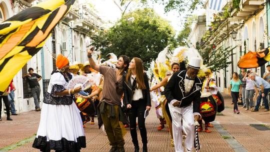 Daniel Rocha e Marina Ruy Barbosa dançam e se divertem entre gravações em Montevidéu