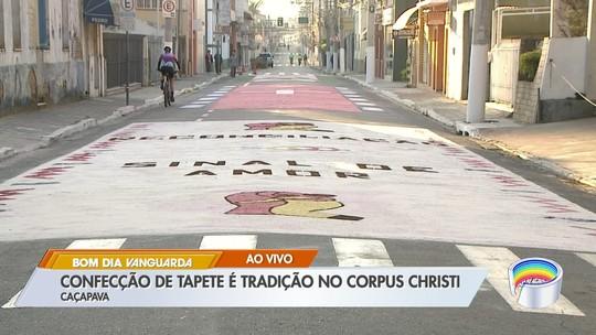 Produção de tapetes de Corpus Christi mobiliza mais de mil voluntários em Caçapava, SP