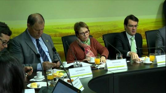 Ministra da Agricultura diz que país tem 'regras muito firmes' no registro de agrotóxicos