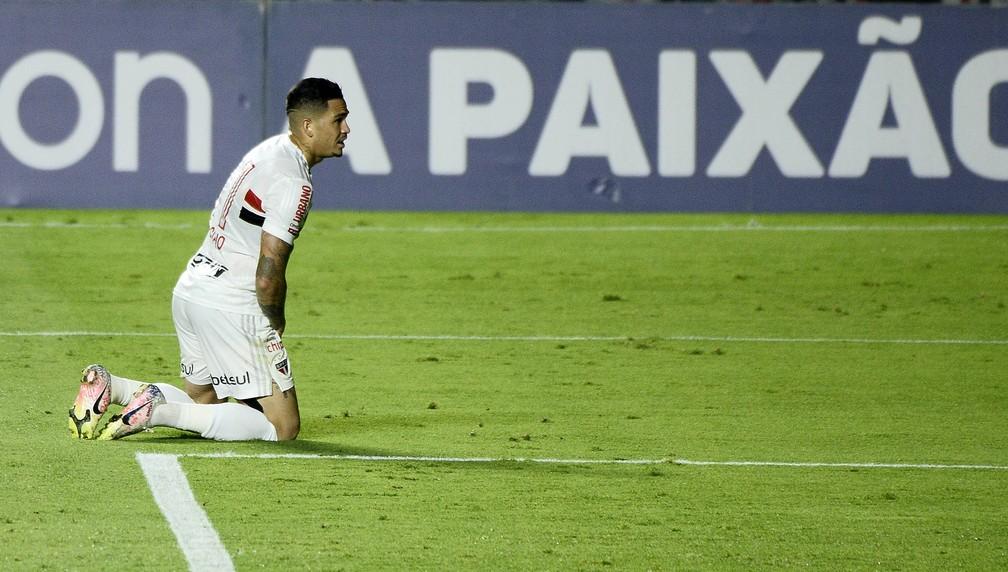 Luciano lamenta chance perdida em São Paulo x Grêmio — Foto: Marcos Ribolli