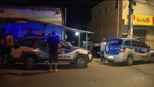 Mulher é morta a tiros pelo ex enquanto vendia acarajé com a mãe