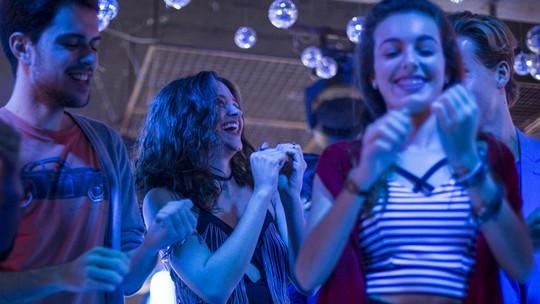 Juliana Paiva e Pablo Sanábio lacram em coreografia; assista!