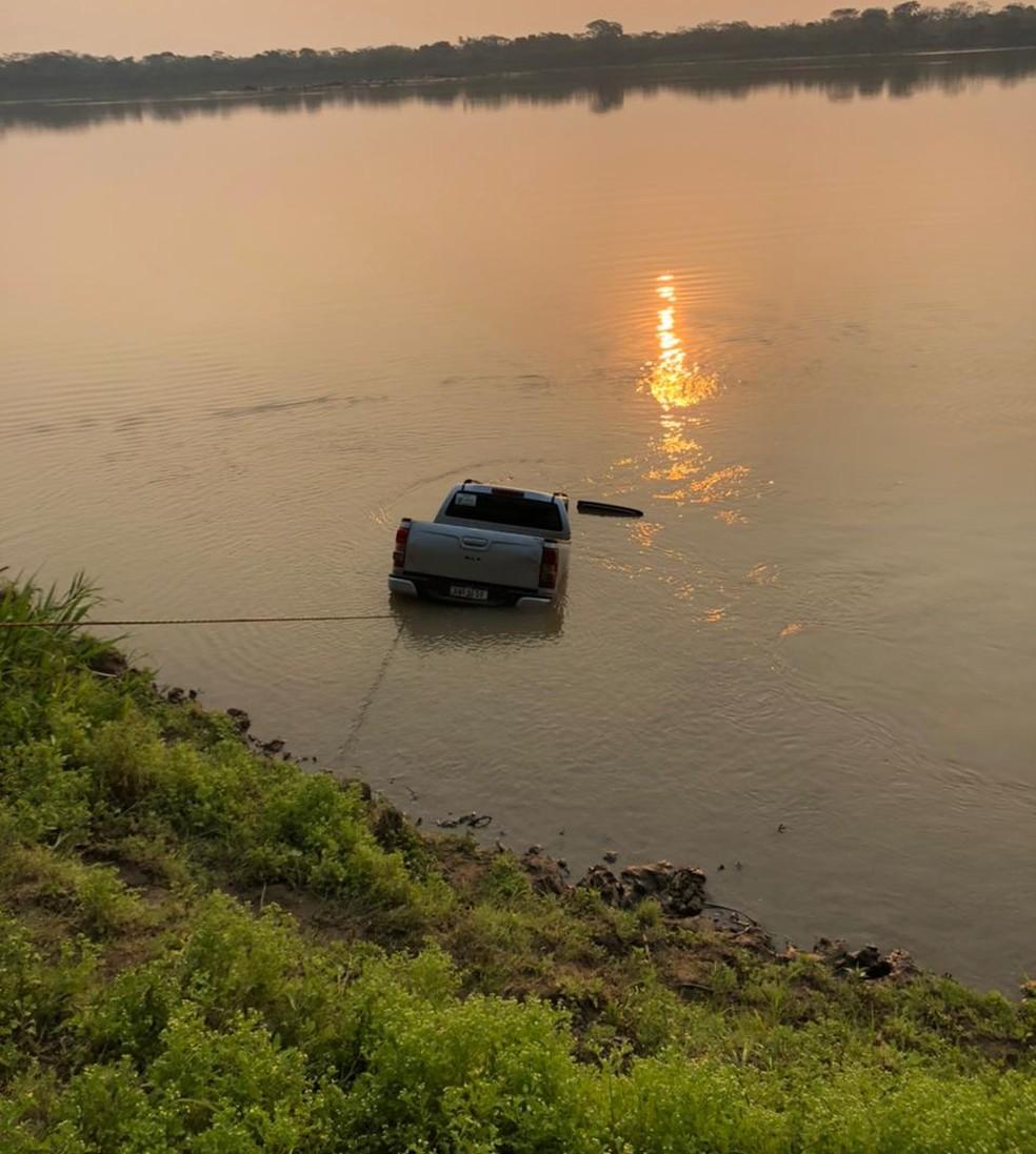 Caminhonete foi achada no fundo do rio Mamoré após denúncia — Foto: Sesdec/Divulgação