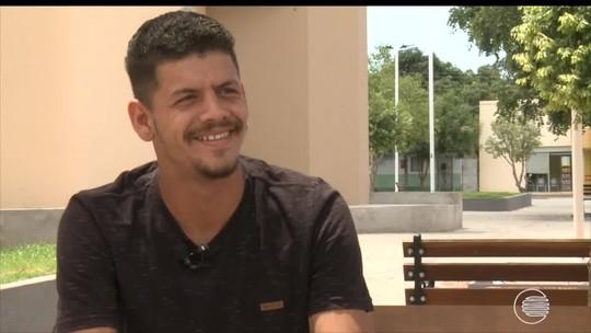 Ele ficou órfão após morte trágica dos pais, quase desistiu do futebol... e agora virou artilheiro