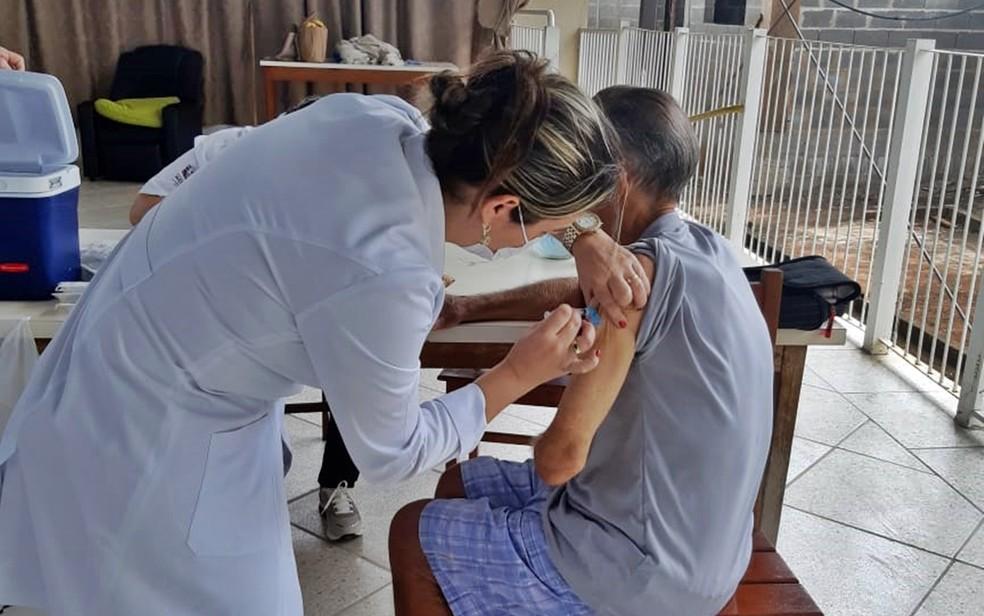 Covid-19: Alfenas inicia vacinação de profissionais de saúde acima de 18 anos — Foto: Lar São Vicente de Paulo