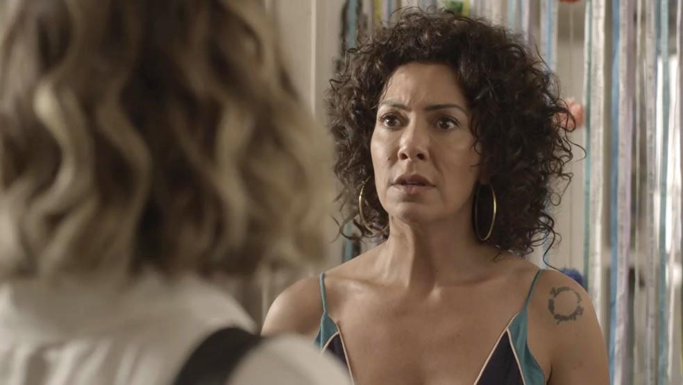 Cacau se emociona ao reencontrar a irmã (Foto: TV Globo)
