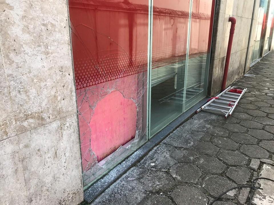 Agência bancária é invadida no bairro de Nazaré, em Belém - Notícias - Plantão Diário