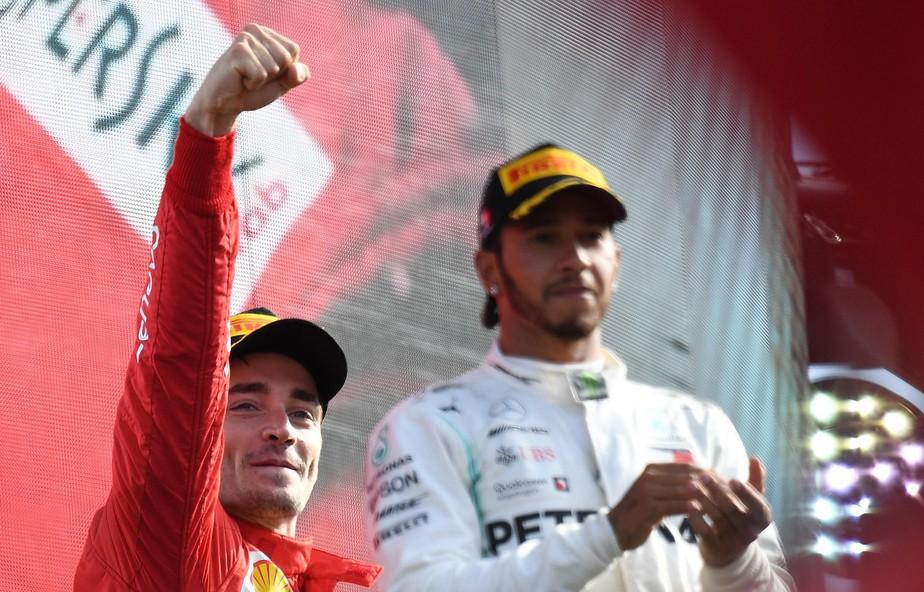 Charles Leclerc suporta ataque das Mercedes, vence na Itália e enlouquece torcida da Ferrari
