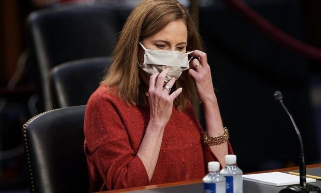 A indicada para a Suprema Corte americana Amy Coney Barrett durante o segundo dia de sua audiência de confirmação no Senado