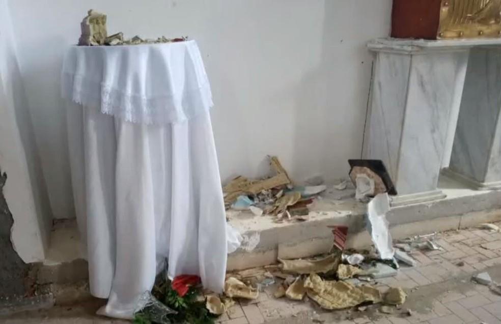 Homem é preso após destruir imagens de igreja católica no norte da Bahia — Foto: Reprodução/TV Bahia
