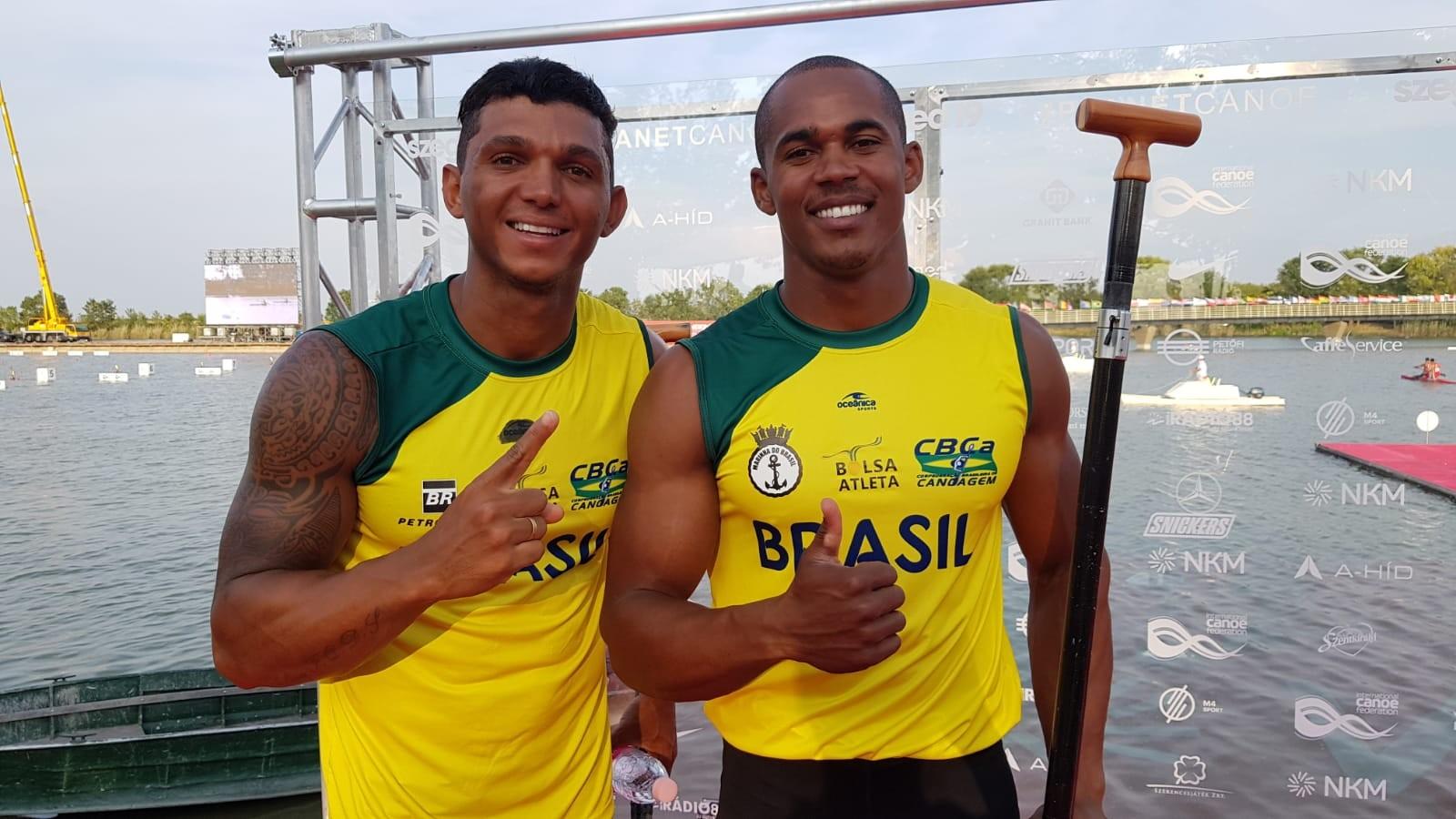 Isaquias Queiroz e Erlon de Souza após a semi do C2 1000m em Szeged