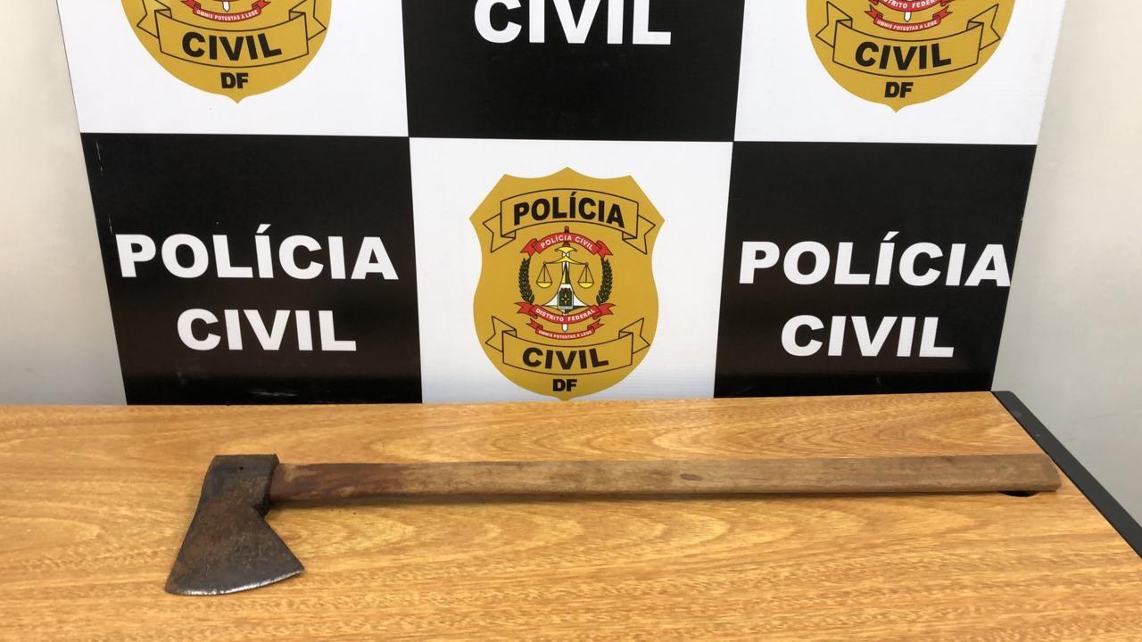 Homem é preso no DF suspeito de tentar estuprar menina de 10 anos e agredir criança com golpes de machado