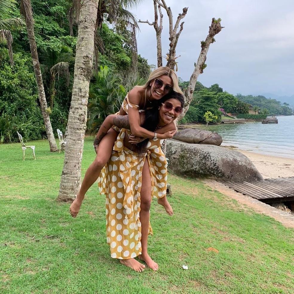 Ludmilla posa com a namorada, Brunna Gonçalves — Foto: Reprodução / Instagram