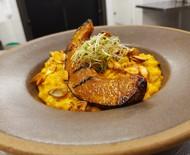 Aprenda receita veggie de risoto de abóbora cremoso com castanhas
